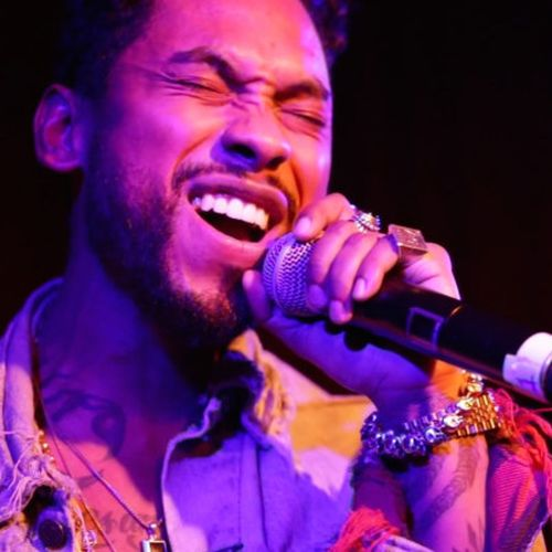 miguel-performs-adorn-live-the-roots-jam-session-video-main5-715x402