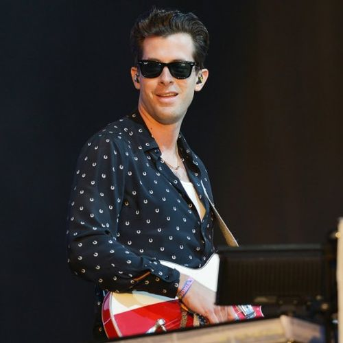 mark-ronson-uptown-funk-glastonb-810x456