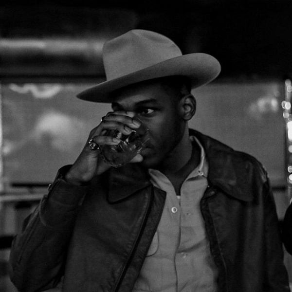Coming Home Deluxe Leon Bridges: Leon Bridges Reedytuje Coming Home