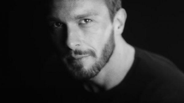 Slawek Uniatowski zapowiada debiutancka plyte Metamorphosis