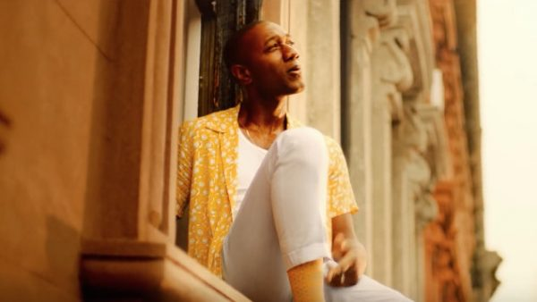 Aloe Blacc zaprasza naupalne ulice Brooklynu