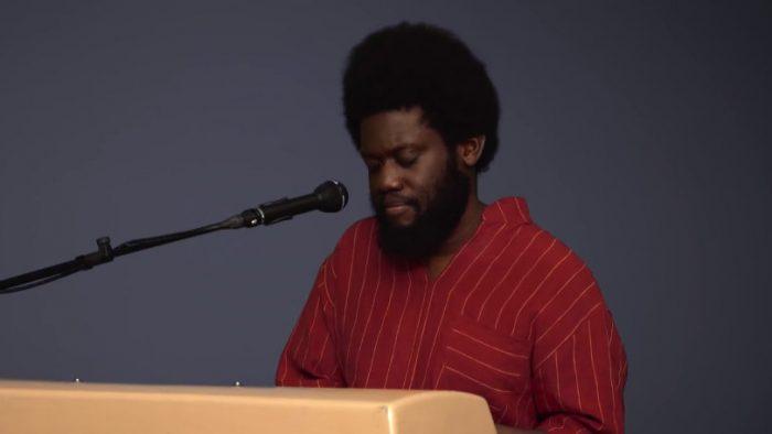 Michael Kiwanuka nakolorowej scenie COLORS
